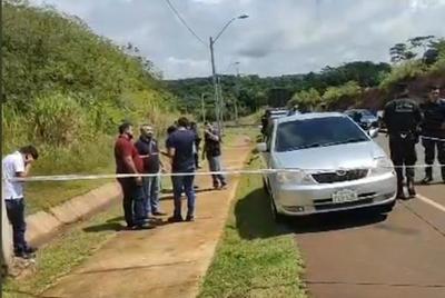 Encuentran dos cuerpos en el interior de un vehículo en CDE