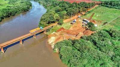 Trabajos en el futuro puente sobre el río Monday avanzan sin pausas