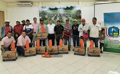 Comunidades ayoreas recibieron motosierras prometidas por la Gobernación de Boquerón