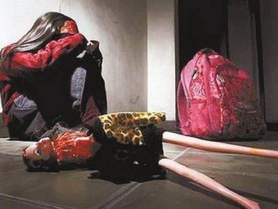 Condenan a policía a 12 años de cárcel tras abusar de su hijastra
