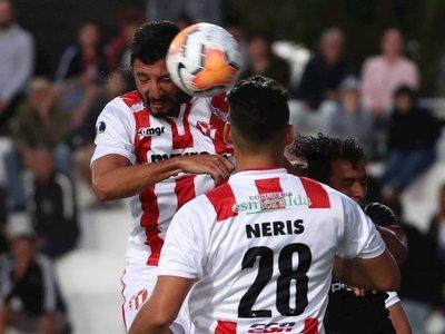 Un cabezazo de Juan Manuel Olivera pone a River Plate en segunda fase