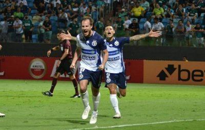 Sol vuelve a ganar y avanza en la Sudamericana