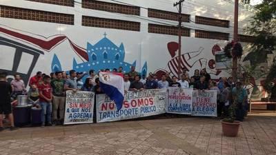 Choferes de MUV y Uber protestan por persecución que sufren en San Lorenzo