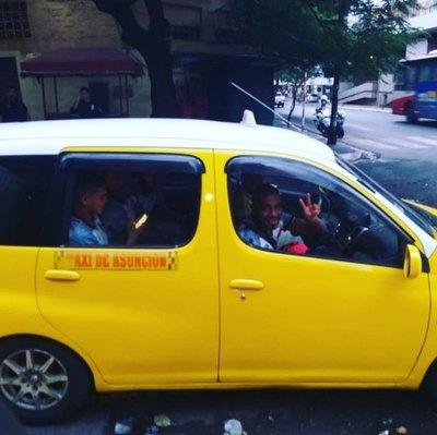 Así viajaron en taxi los jugadores de River Plate