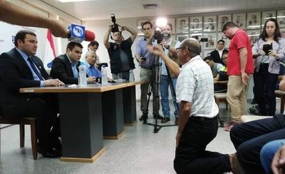 """HOY / Cuidacoches: comuna prohíbe y afectados dicen: """"Hoy juega  Cerro... ¿Vamos ir a robar?"""""""