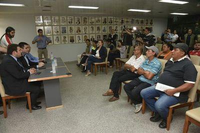 "Cuidacoches anuncian ""guerra"" contra Nenecho Rodríguez"