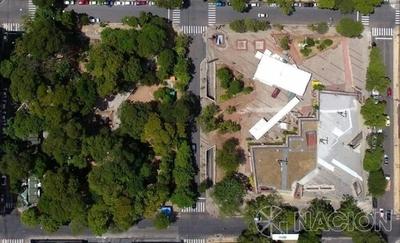"""HOY / Concejales buscan """"reinventar"""" la Plaza de la Democracia"""