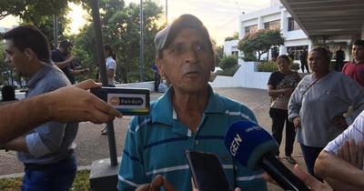 Cuidacoches anuncian presencia durante el partido de Cerro