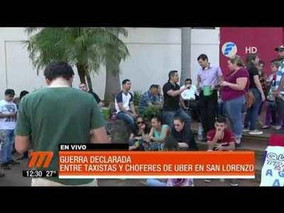Guerra declarada entre taxistas y choferes de Uber