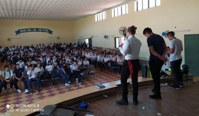 HOY / En asamblea, estudiantes coinciden en culpar a Petta por crisis educativa y anuncian movilizaciones