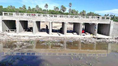 Gobernador pagó el 100% por puente sin terminar