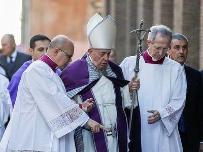 Francisco suspende su asistencia a una celebración por un resfriado
