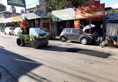 Inician bacheos de las calles en Luque •