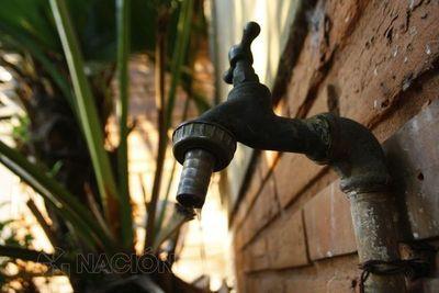 Usuarios reclaman falta de agua en Asunción