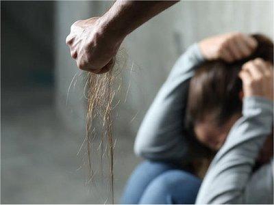 Fiscalía imputa a hombre filmado presuntamente golpeando a esposa