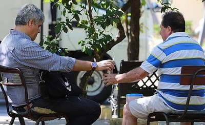 HOY / ¿Fin de saludos con beso y compartir tereré?: coronavirus cambiará costumbre paraguaya