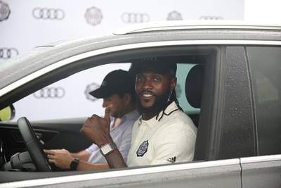 Audi, nuevo sponsor de Olimpia: Adebayor manejará un Q8