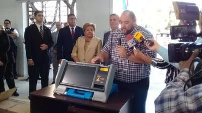 Justicia Electoral presentó máquinas de votación que serán utilizadas en municipales de este año