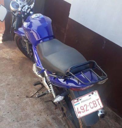 Delincuentes abandonan motocicleta tras asalto