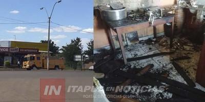 BOMBEROS CONTROLAN INCENDIO EN LOCAL COMERCIAL CARMEN DEL PNÁ.