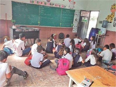 Alumnos se movilizan para exigir al MEC  más  inversión en educación
