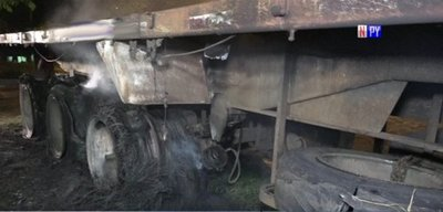 Susto en Mariano Roque Alonso tras incendio de carreta de camión