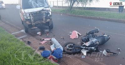 Grave accidente de tránsito involucró a un motociclista y a una furgoneta en el B ° San Isidro