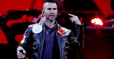 ¡Totalmente molesto! Adam Levine se bajó del escenario de la Quinta Vergara pidiendo irse lo antes posible