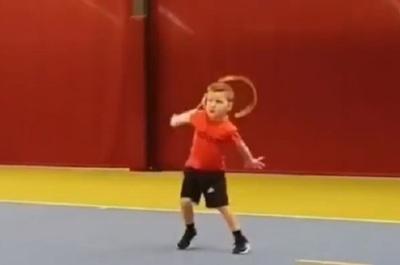 Niño de solo seis años impacta con un poderoso revés