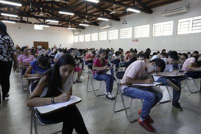 Más de 600 altoparanaenses se postulan para becas universitarias