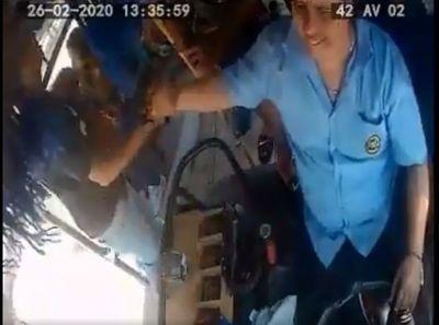 Destituyen a chofer por complicidad con un asaltante de su bus
