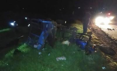 Choque entre camioneta y motocarro dejó varios lesionados