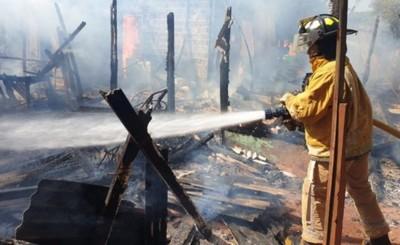 Vivienda es consumida por voráz incendio