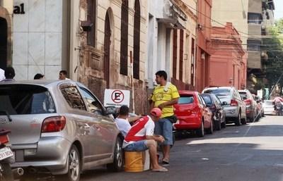 Asunción: Municipalidad presenta un amparo para que los cuidacoches no se manifiesten