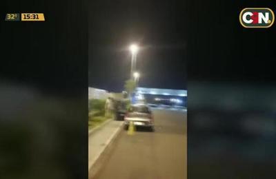 Conflicto entre choferes de Uber y taxistas en el aeropuerto Silvio Pettirossi