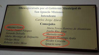 La placa del nuevo Juzgado de San Ignacio Misiones tiene varios errores ortográficos