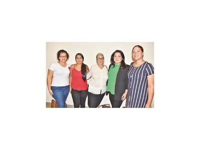 Brindis por el Día de la Mujer Paraguaya