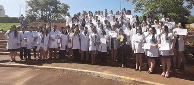 Egresan 83 médicos del Hospital Nacional