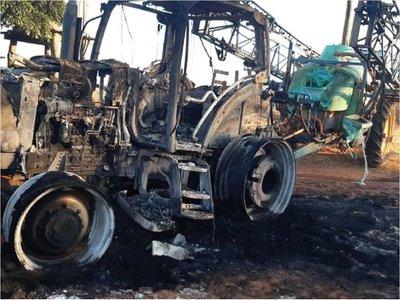 San Pedro: Desconocidos queman maquinaria agrícola en zona del EPP