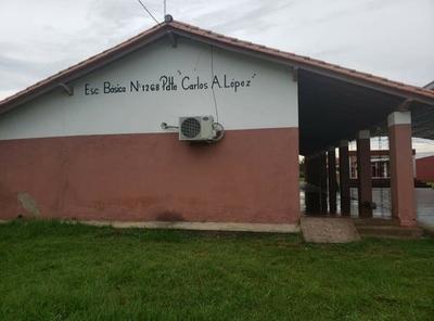 En la Escuela Carlos Antonio López de Carmelo Peralta los alumnos necesitan sillas