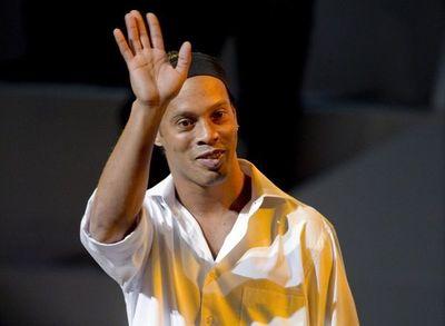 """Ronaldinho Gaucho presentará """"Móvil de salud de las niñas y niños"""""""