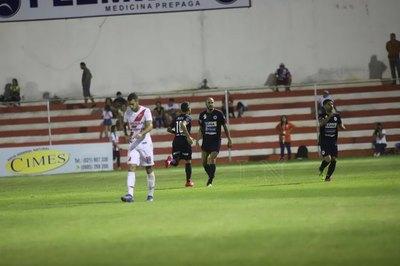 El '12' doblega a River Plate y obtiene su primer triunfo
