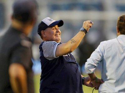 El Gimnasia de Maradona vence a Atlético Tucumán y sueña con la permanencia