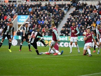 El Burnley acentúa la caída del Newcastle