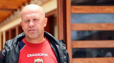 Carlos Ischia reemplaza en Delfín a español López