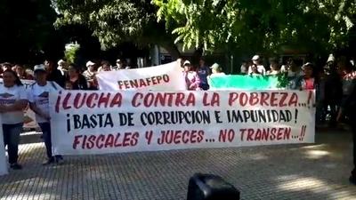 Organizaciones sociales se movilizan reclamando condena para Camilo Soares y Alfredo Guachiré