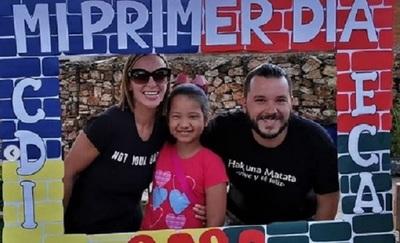 José Ayala acompañó a su hija en su primer día de clases