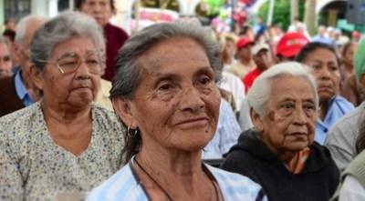 Ancianos son estafados por supuestos gestores de Hacienda