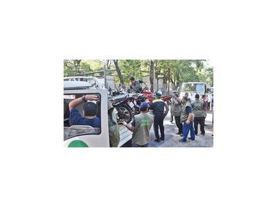 PMT levanta vehículos en medio de incidentes en zona del Poder Judicial