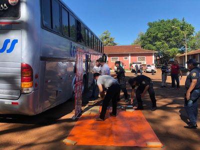 Bus de turismo con marihuana: Pasajeros cayeron en contradicciones, según la Policía